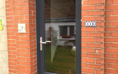 Rénovation des châssis et de la porte d'une maison RAL 7016