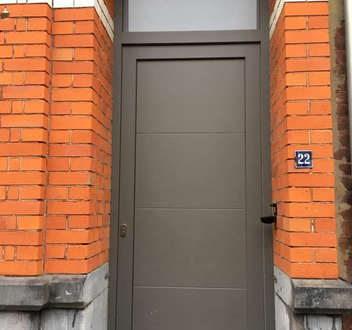 Pose de châssis dans le centre de Liège RAL 7039