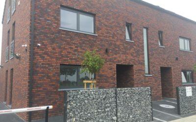 Pose de châssis et toiture dans un nouveau bâtiment à Visé