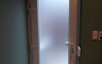 Porte de terrasse avec sa porte moustiquaire à Liège